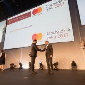 Součástí summitu bylo předávání cen Obchodník roku, které moderovala Lucie Výborná